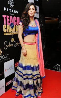 Isha talwar lehenga Teach for Change 2014 fashion show - Malayalam Actress Isha Talwar Hot annuring naval showing Images collection
