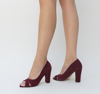 Pantofi decupati grena din piele intoarsa cu toc gros inalt