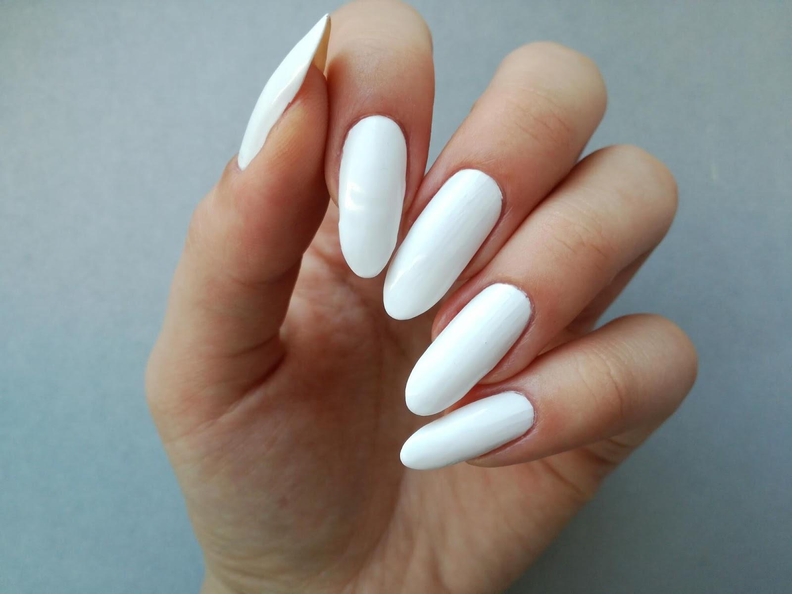 biała baza pod zdobienie paznokci