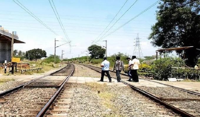 RPF की टीम ने ताजपुर-डेहमा रेलवे स्टेशन का किया निरीक्षण, रेलवे की भूमि पर कब्जा किया तो जाएंगे जेल