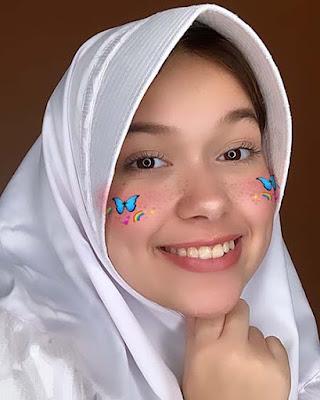 Rebecca Klopper Pakai Hijab