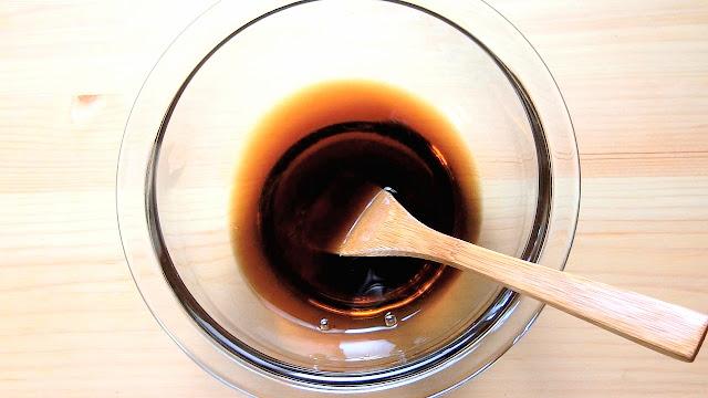 小さめのボウルに調味料を混ぜ合わせます