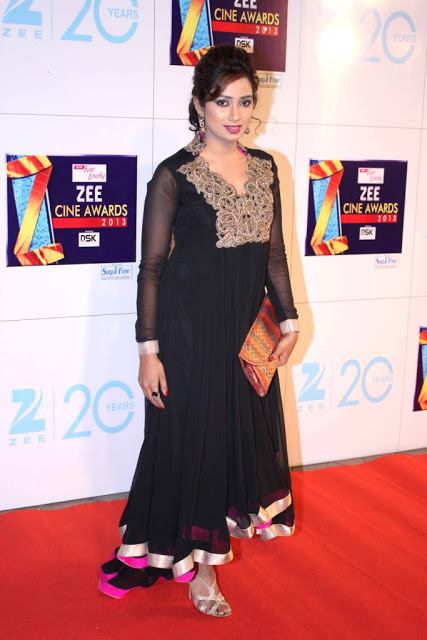Shreya Ghosal At Zee Cine Awards 2013
