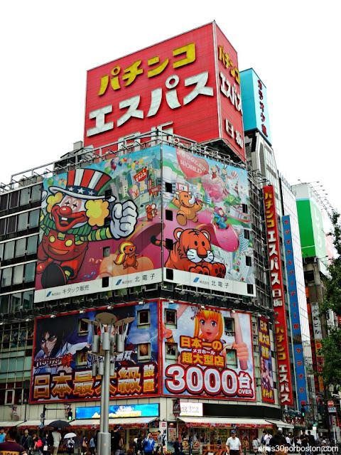 Sala de Pachinko en Shinjuku, Tokio