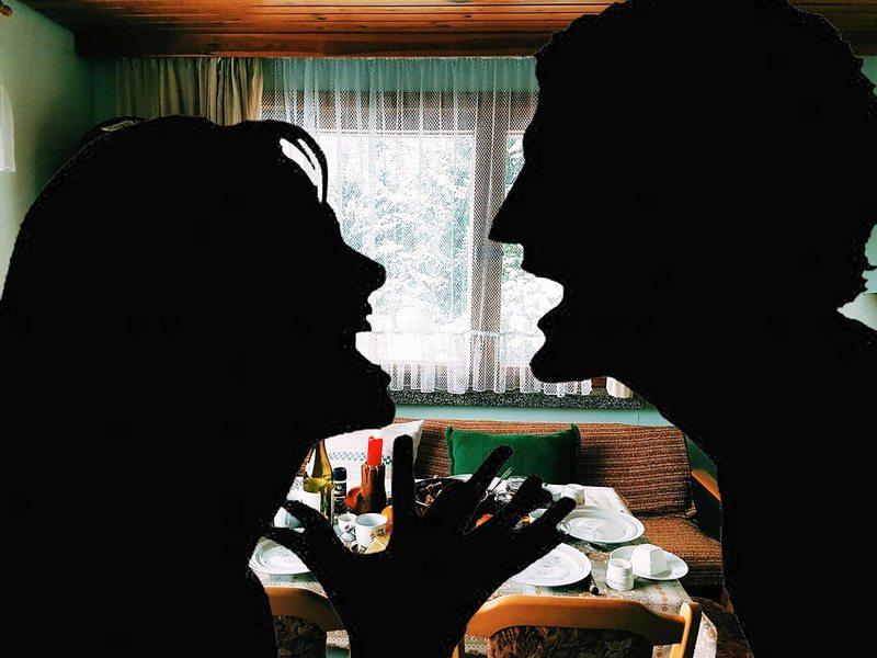 Especialistas recomiendan hacer una tregua con la pareja o familia durante la cuarentena