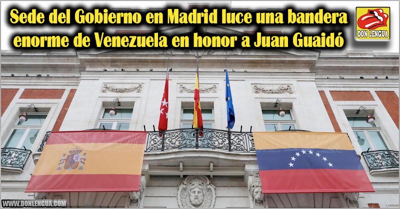 Sede del Gobierno en Madrid luce una bandera enorme de Venezuela en honor a Juan Guaidó