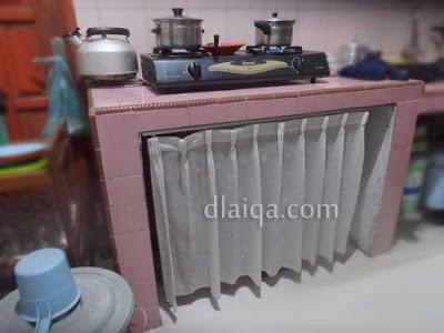 Memasang Gorden Kolong Meja Dapur