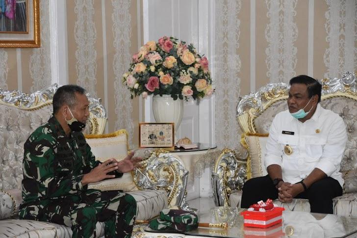 Danrem Brigjen TNI Djashar Djamil Silaturahmi Dengan Bupati Bone Andi Pashar