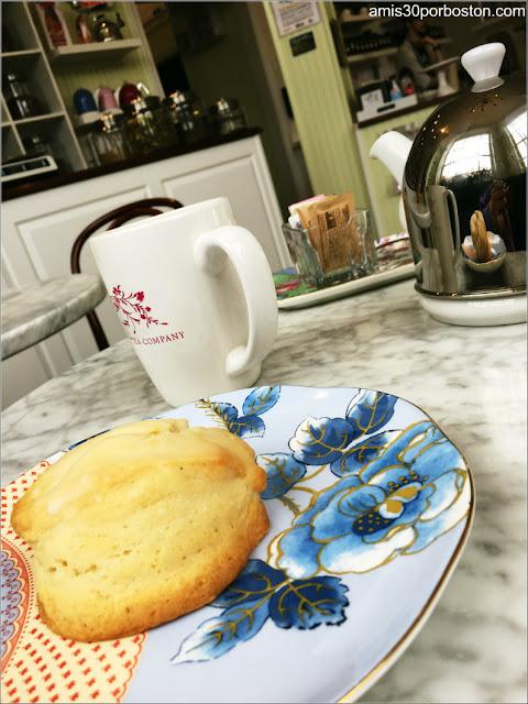 Ruta Gastronómica por Salem: Té y Scones en Jolie Tea Company