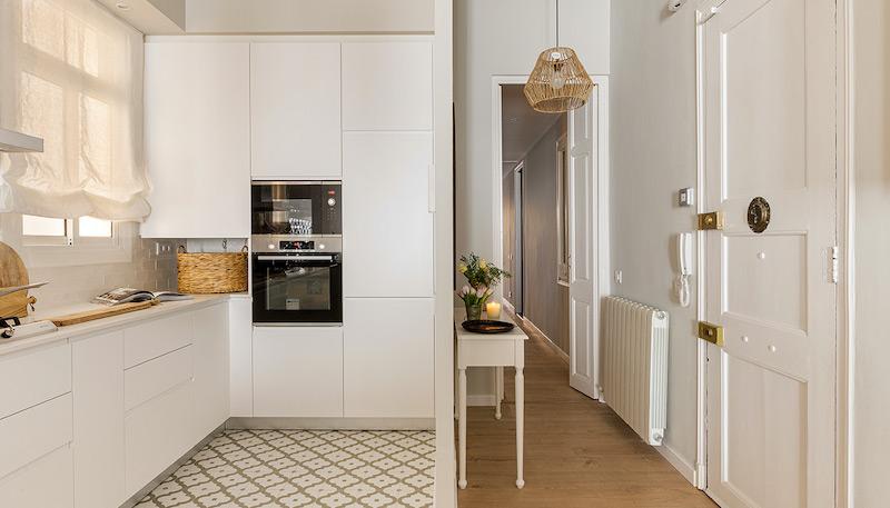 Cocina open blanca moderna y sin tiradores