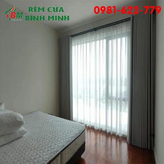 Rèm vải 2 lớp màu xám sang trọng mang tới không gian phòng ngủ dễ chịu,sản phẩm của rèm cửa BÌNH MINH.
