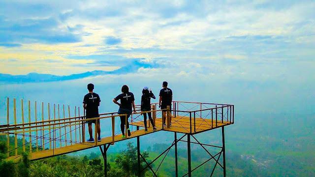 Camping di Bukit Alesano Bogor