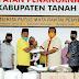 Anggota DPRD Sumbar Asal Tanah Datar Serahkan Bantuan APD