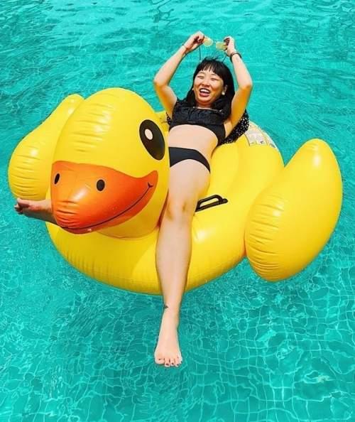 Sao Việt đua nhau diện bikini đón hè: Trang Hý lần đầu 'khoe thân', Angela Phương Trinh nóng bỏng với vòng 3 cực khủng - Ảnh 6
