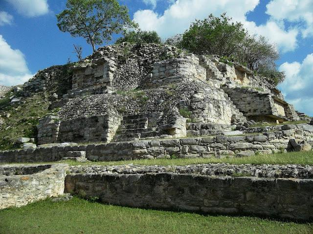 las cinco capitales indígenas que no puedes dejar de conocer durante tu visita a territorio yucateco. ¡Sorpréndete con Chichén Itzá, Uxmal, Mayapán, Dzibilchaltún y Ek Balam!