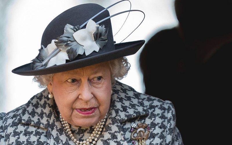 La reina Isabel les pidió un gran favor a Harry y Meghan
