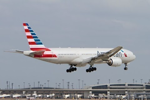 American Airlines Boeing 777s Suffered Back To Back Windshield Cracks - Aero World