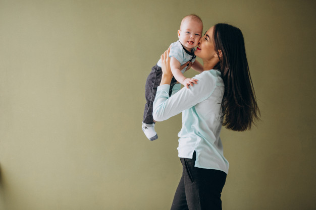 perkembangan gambar bayi 2 bulan