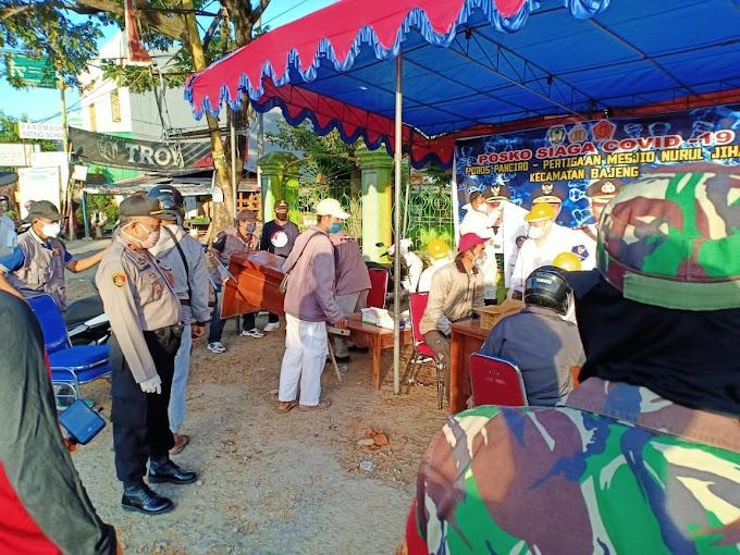 Didampingi Kapolsek Bajeng Gowa, Petugas Kesehatan Lakukan Rapid Test di Desa Panciro