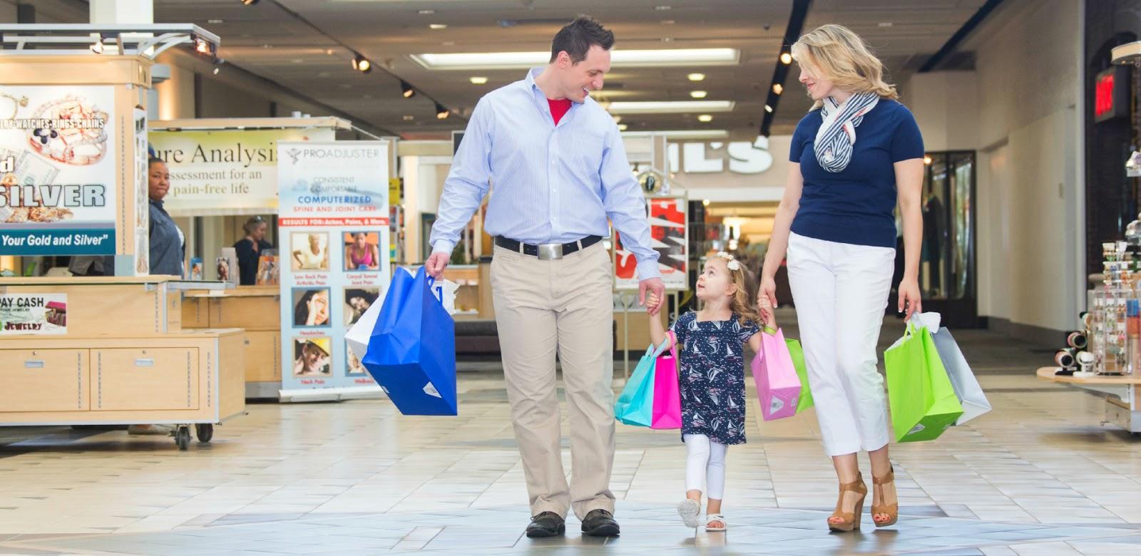 Cư dân Rose Town có thể thoả sức mua sắm tại Aeon Mall