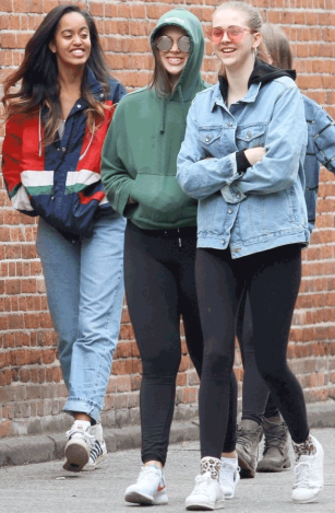 PHOTOS: Obama's First Daughter Malia Spotted With Her Friends In New York 2