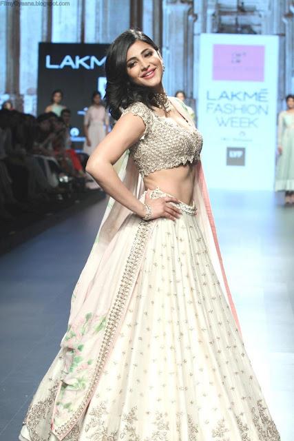 shruthi hassan at lakme fashion show
