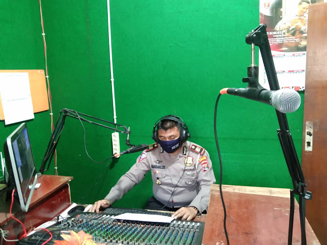 Melalui Radio, Kasat Lantas Polres Lambar Sosialisasikan Ops Patuh Krakatu 2020
