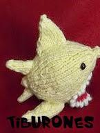 http://patronesjuguetespunto.blogspot.com.es/2014/06/patrones-tiburones.html
