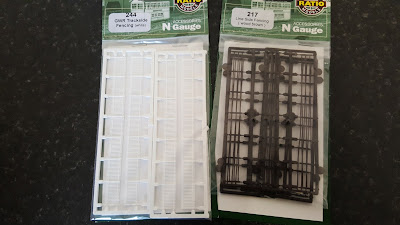 And some N gauge fences from the bring and buy