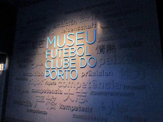 Painel com a missão do clube no Museu do FC Porto