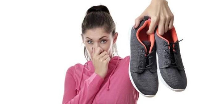 10 Tips & Trik Cara Cepat Hilangkan Bau Sepatu