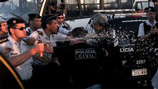 Delegado, além de prender policiais militares por usurpação de função, os chama de milicianos