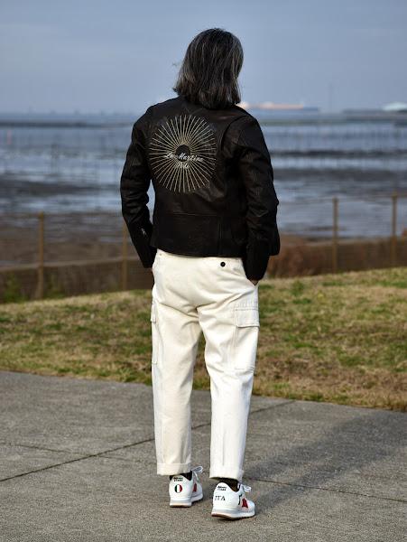 春のレザージャケットのメンズ コーディネート