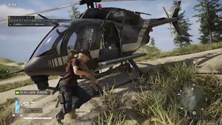ヘリコプターに乗り込む主人公