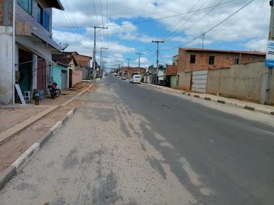 Moradores querem redutores de velocidade e sinalização para evitar acidentes na Avenida Santos Dumont no Jardim Petrolar em Alagoinhas