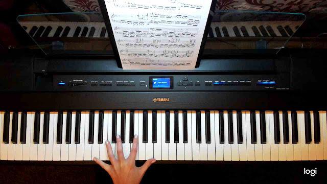 Ćwiczenie gry lewą ręką na pianinie i keyboardzie