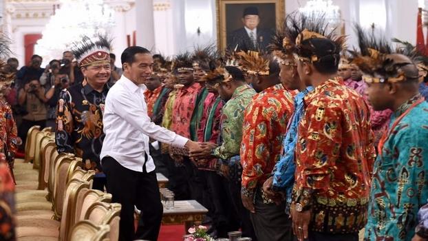 Tokoh Papua yang Diundang Jokowi Ternyata Timsesnya Sendiri, Pigai: Memalukan!