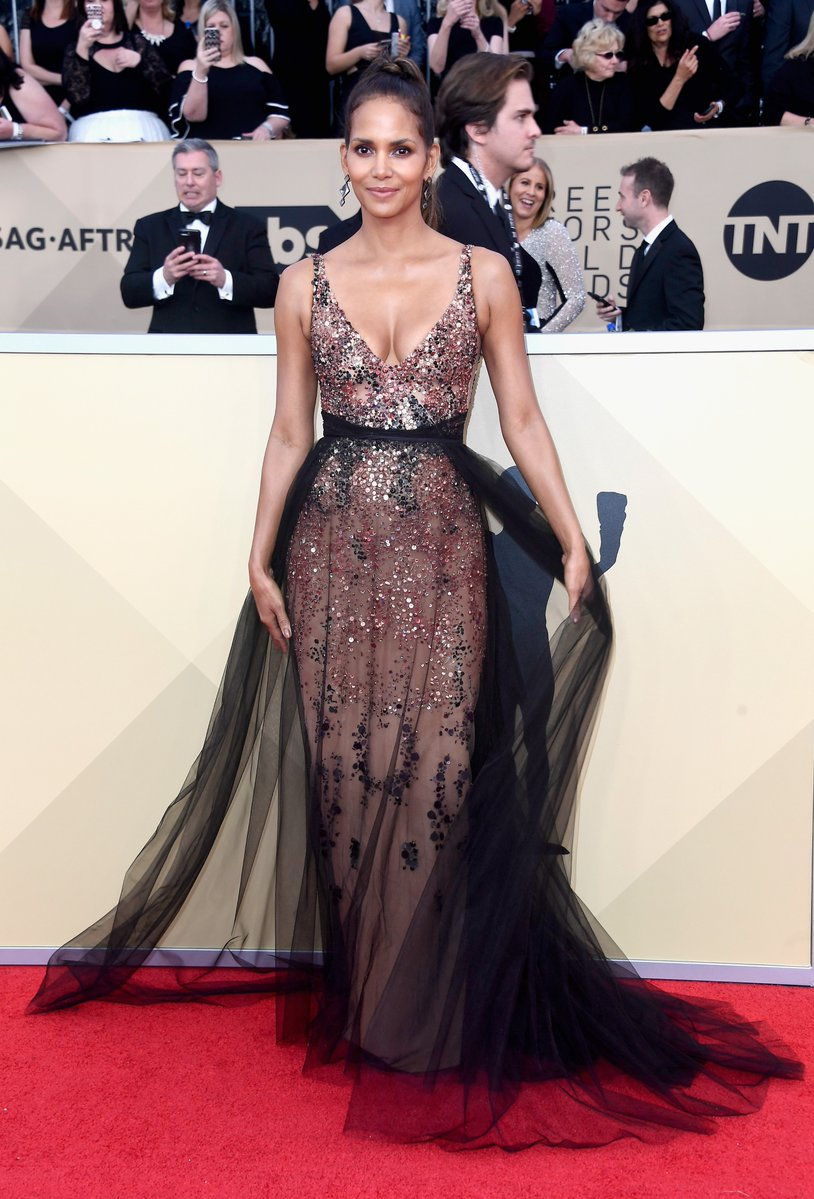 WHO WORE WHAT?.....2018 SAG Awards Red Carpet: Halle Berry in ...
