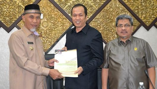Wali Kota Padang Sampaikan Ranperda Pertanggungjawaban APBD 2018