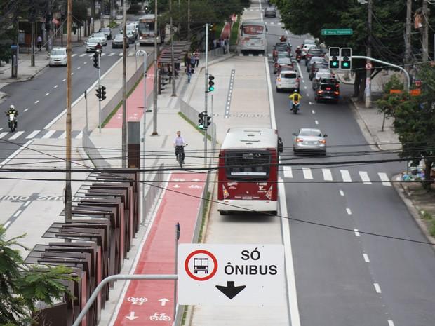 Faixa exclusiva de ônibus em São Paulo