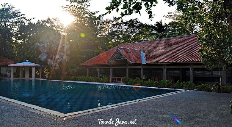 fasilitas kolam renang ciputih beach resort