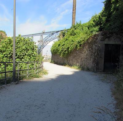 caminho com vista para as pontes