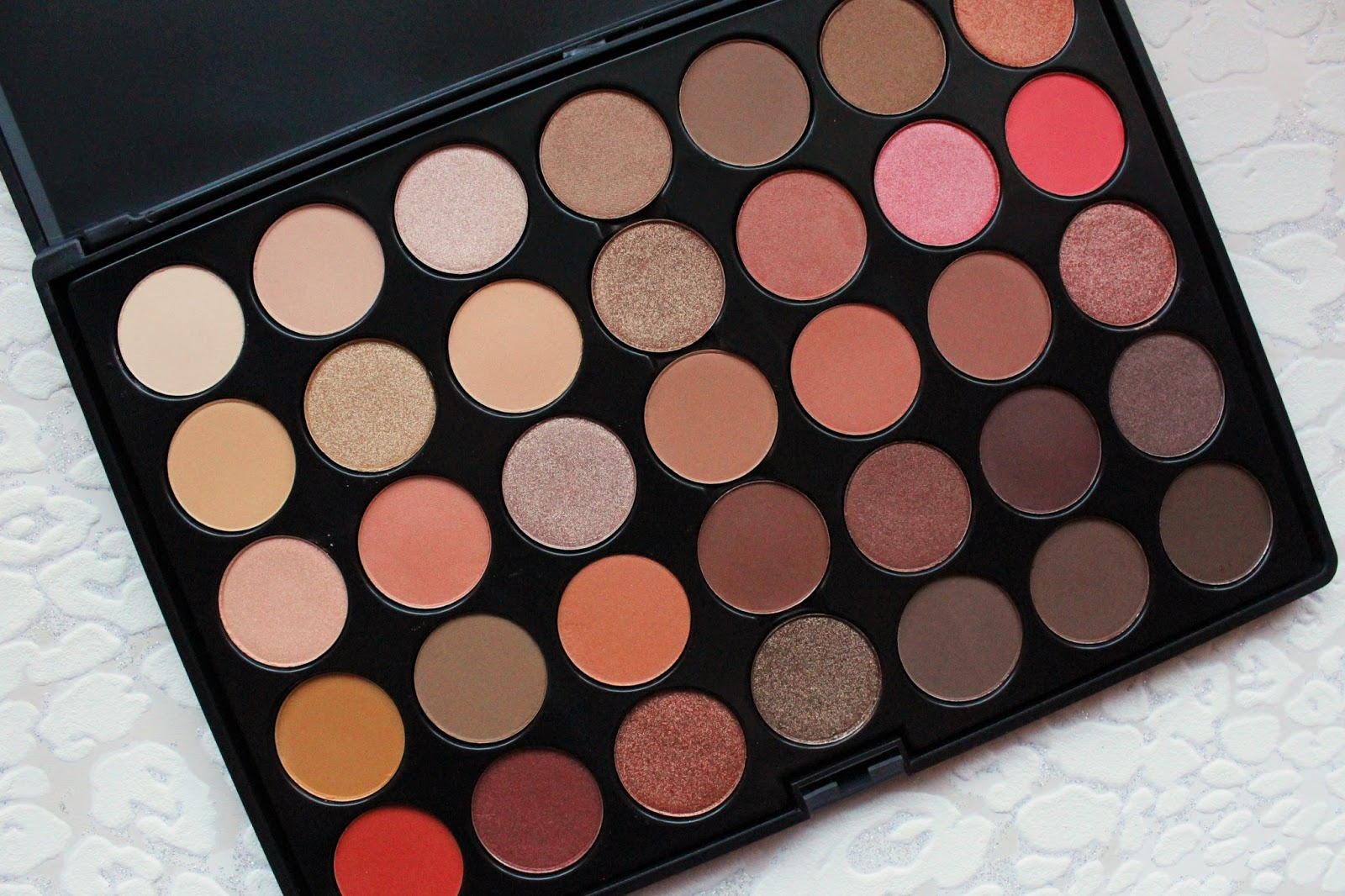 how to create your own nude eyeshadow palette