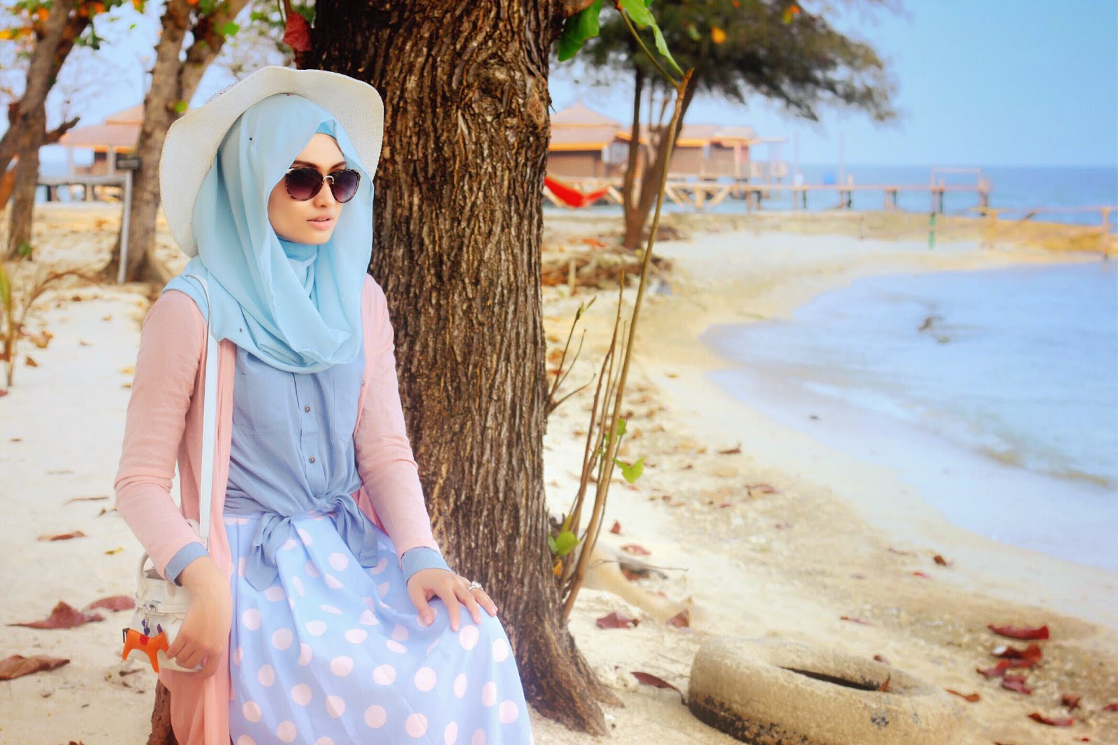 ootd hijab simple ke pantai
