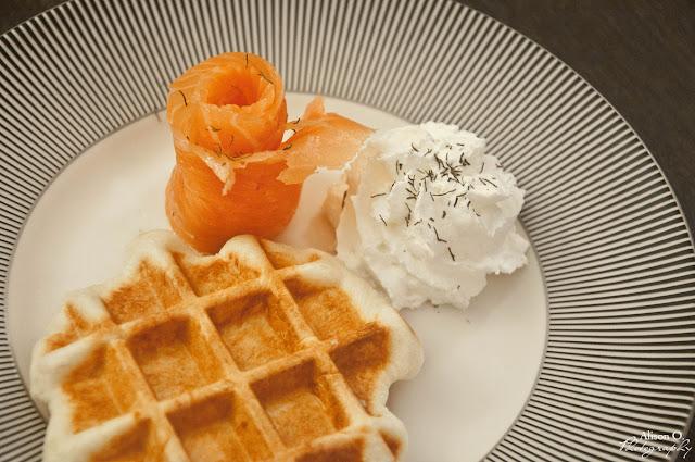 Gaufre Liège parmesan, saumon fumé, chantilly citron