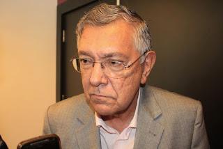 Estudante guarabirense de jornalismo Pedro Erike presta homenagem ao prefeito Zenóbio Toscano