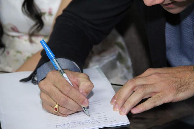 close da assinatura do noivo casamento civil