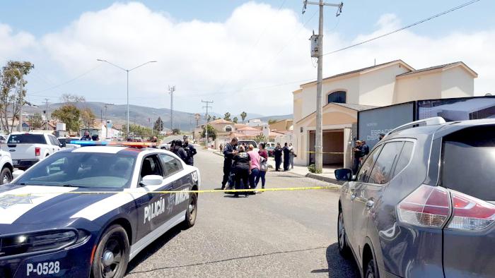 Sicarios con 3 tiros certeros ejecutan a dos abogados en Ensenada, litigar para el Cártel Arellano Félix los llevo a su muerte