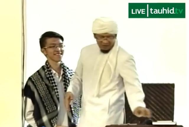 Alex Samuel masuk Islam