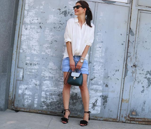 white shirt, novamoda style, casual style, jeans shorts, goshico, Novamoda streetstyle, stylistka poznan, casual style, poznan style